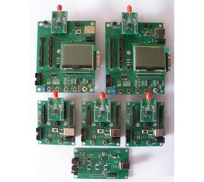 LG-CC2530型 无线传感器Zigbee网络开发套件工作在2.4G频段,通信标准采用IEEE802.15.4、ZigBee2007协议,通过多种传感器模块如:温度传感器,光照传感器等,将采集到的数据,经CC2530芯片以无线网络的方式汇集到中心节点,然后中心节点通过串口传送到功能强大的结点工作监视终端实现全网拓扑的展示以及对于全网信息处理。该开发套件适用于电子信息、通信、计算机、自动化、工业控制、环境等专业的本科生教学和创新实验,研究生的自主开发研究,主要在以下方面:智能家居、智能农业、智能能量监控、